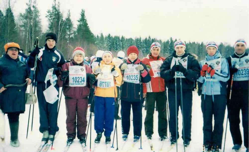 Валентина Прокофьева (в центре) всю жизнь любила лыжный спорт.